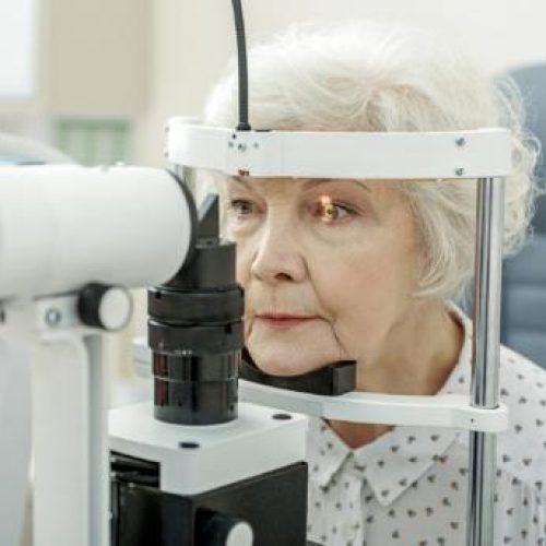 Veel mensen ouder dan 65 jaar hebben ongemerkt een visuele beperking. Samen met KBO-PCOB wil Bartiméus daar iets aan doen.