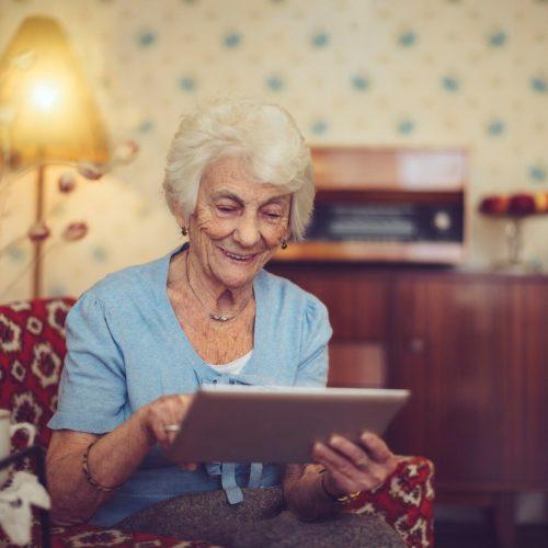 Zelf online een doktersafspraak maken of theaterkaarten bestellen kan ook met een visuele beperking.
